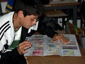 elemi, iskolai, diák, olvasás, prospektus, veszélyek, kereskedelem