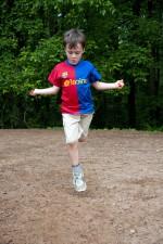 момче, червено, синьо, риза, игра
