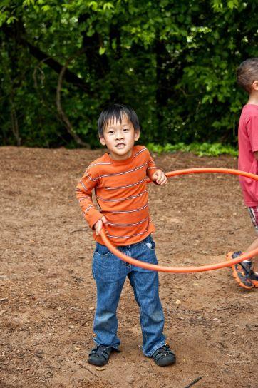garçon, rotation, hula hoop