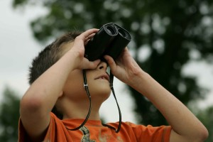 boy, watching, binoculars