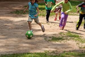 ragazzi, ragazze, gioco, informale, gioco, calcio