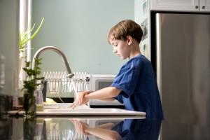caucAsian, boy, washing, hands