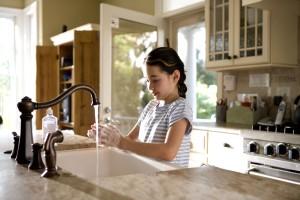 caucAsian, girl, washing, hands