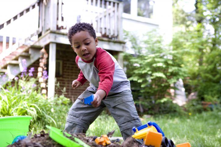 roztomilý, africký Američan, boy, play, backyard