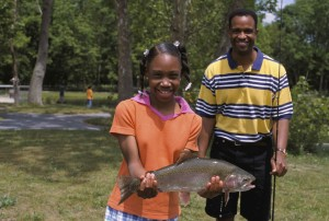 father, daughter, show, rainbow, trout, daughter, caught, local, pond