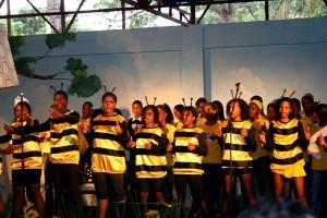 Grupa, beneficjent, dzieci, śpiewając pieśni