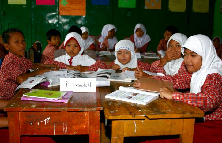 indonesia, six, grade, kids, girls, students, turn, interactive