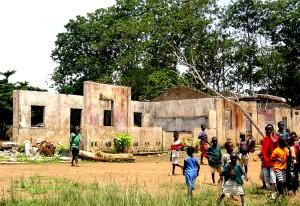 barn, spille, foran, Sierra Leone, skole, desimert, sivil, krig