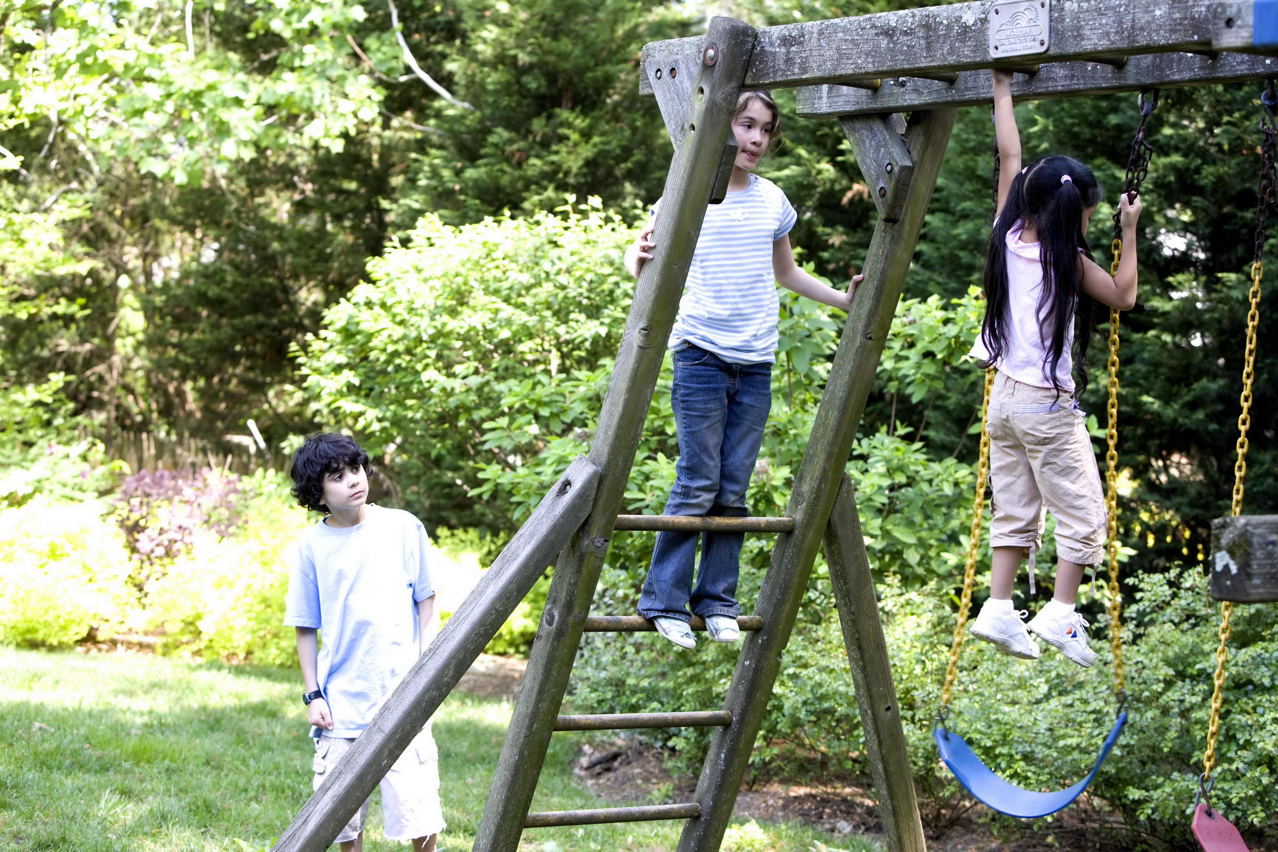 Imagen gratis: niños disfrutando, juego, madera, columpio, conjunto