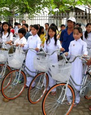 participants, Giang, provinces, Chau, district, received, bicycles