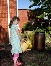 škola djevojka, žuti, boje, plastike, zalijevanje, spremnik
