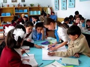 gyerekek, iskola, turkesztáni, a város, a részt vevő nemzeti, olvasás, nap