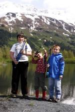 trois, enfants, poissons, lac, portage, un, garçon, spectacles, poissons