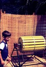 jeune garçon, le riz, le traitement, la machine, Sierra Leone, Afrique