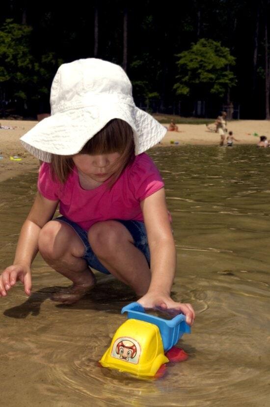 young girl, kneeling, beautiful, lakes