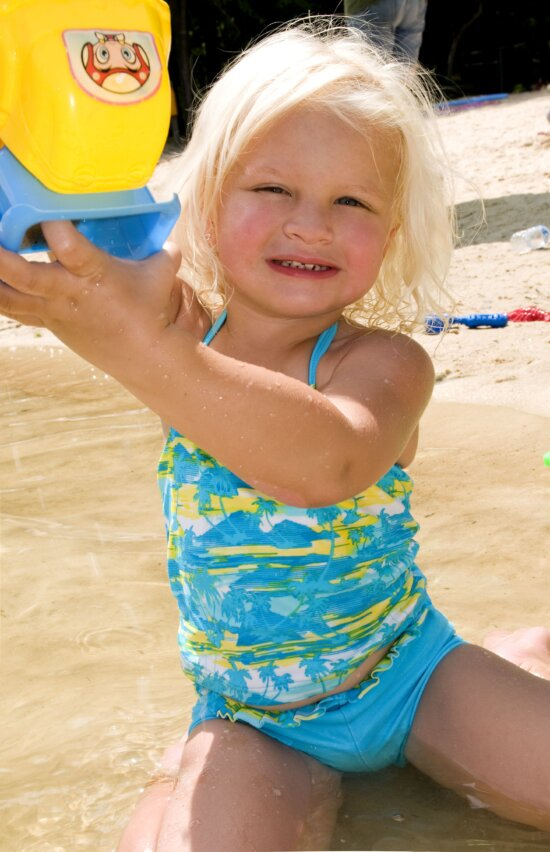 young girl, wading, water, lake, shoreline, swimsuit