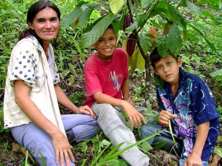 Colombiaanse, vrouw, boer, twee zonen, cacao, plantage