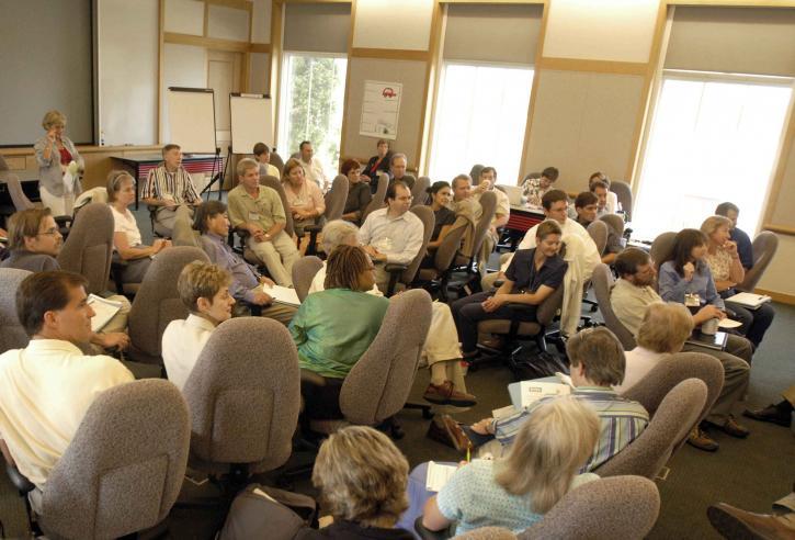 視聴者は、教室、聞き入る、会議のスピーカー