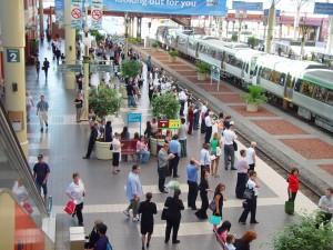 tömeg, várakozás, vonat, Perth, város, állomás