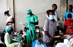 Доктор лікує хворих, холера, лікування, центр