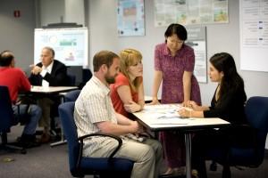 lateinisch, amerikanisch, asiatisch, amerikanisch, frau, zu verarbeiten, zu erziehen, Teilnehmer