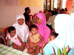 mães, crianças, Indonésia