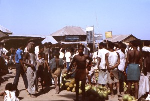 numbers, Bengali, townsfolk, gathered, street, market