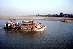 chanta, ferry, alimenté, Bangladeshs, Meghna, rivière