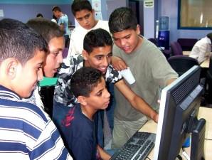 palestinian, jeunesse, rassembler, ordinateur, communauté, sur la base, intel, ordinateur, club-house