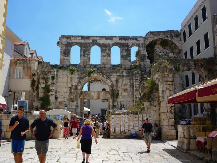 tourists, walk, streets, popular, summer, resorts