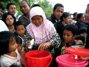 žena, aceh, Indonezija, izgubio, kući, tsunamija, prakse, miješanje, voda