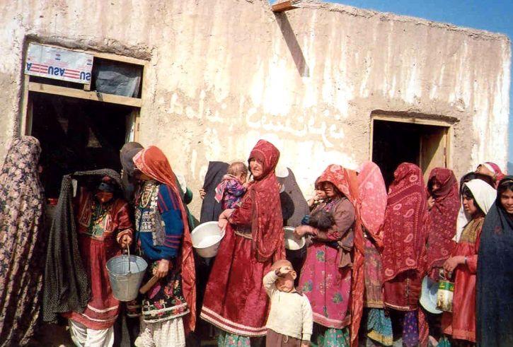 ženy, děti, počkejte, jídlo, distribuce