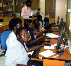Frauen, teilnehmen, Computer, Fähigkeiten, Ausbildung