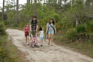 famille en profitant, promenade, sentiers, parc