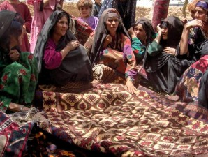 Afganistán, las mujeres, la producción, la lana, alfombras