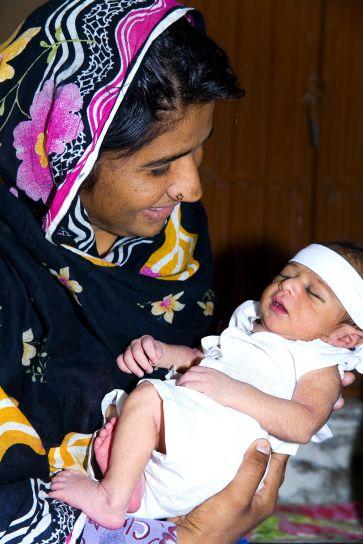 Asiatique, femme, tenue, bébé