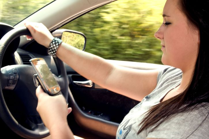 attempting, text, cell, phone, driving, car