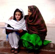 verweigert, Bildung, eine lokale, eine Frau, arbeitet unermüdlich