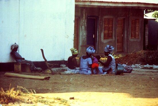 group, Kenema, Sierra Leone, women, gathered, preparing, meal