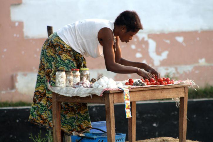 village, Masimanimba, woman, setting, wares, upcoming, trading