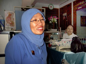 Indonesian, kätilö, nainen, puhdas, Cheeful, klinikka, kotiin, Barat, Jakarta