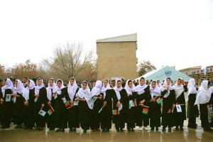 duży, Grupa, Afganistan, dziewczyny, uczestniczyć, ceremonia, podręczników