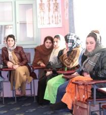 sage-femme, les cours, les jeunes, les femmes, vivent, dortoir, recevoir, gratuitement, de la nourriture, le logement