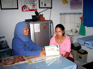 kansallinen, syntymä, väli, ohjelmat, auttaa, Indonesia, elämää, perheet, valvonta