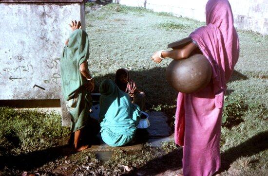 Bangladeshi, village, women, gathered, Patuakhali, town, communal, well