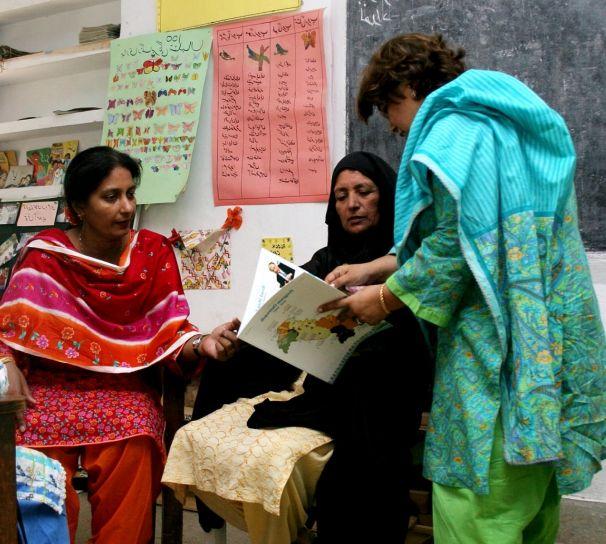 pakistanski, obitelji, naučiti, čitanje, pisanje, zajedno, trening