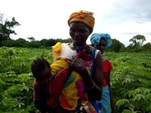 stående, kvinner, Mosambik, barn, felt