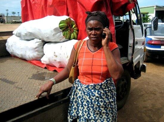 residente, negocio, mujeres, Cacongo, Angola, materiales de construcción, fresco, fruta, verdura