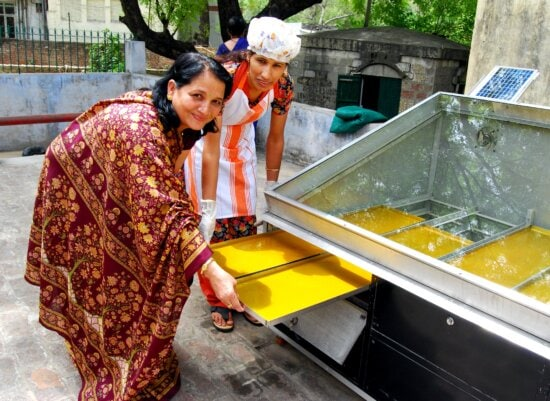 solar, dryers, india, enable, farmers, turn, excess, food, income, season