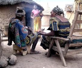 traditionnellement, habillés, femmes, enfants, Kénédougou, Mali